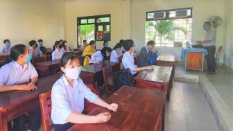 Thầy giáo nhiễm COVID-19 ở Quảng Nam vẫn coi thi: Không khai báo hay kiểm soát kém?