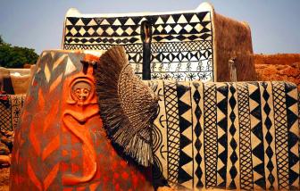 Thăm làng quý tộc ở Tây Phi