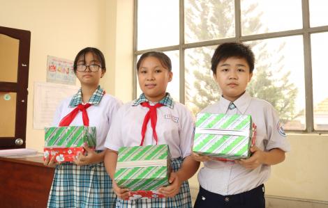 Trao học bổng cho học sinh, sinh viên khó khăn
