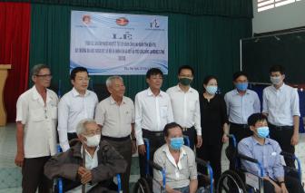 Quỹ Lawrence S. Ting trao tặng 230 chiếc xe lăn, xe lắc tình thương cho người khuyết tật