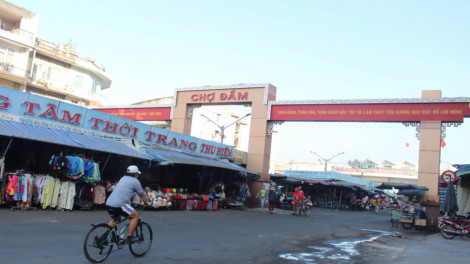 Lang thang chợ Đầm sáng tinh mơ