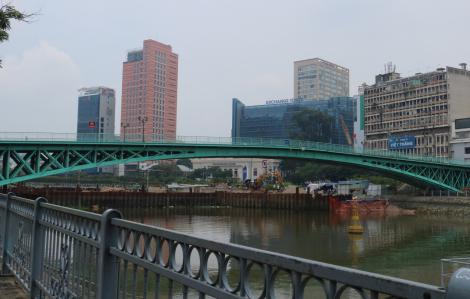 Rong chơi Sài Gòn: Lên cầu Mống, xuống Bến Nhà Rồng