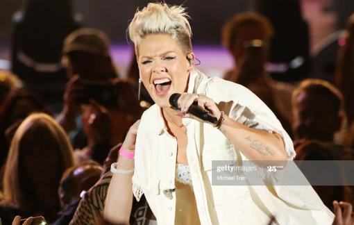 """Nữ ca sĩ Pink: Từ đứa trẻ """"tội đồ"""" đến ngôi sao thế giới"""