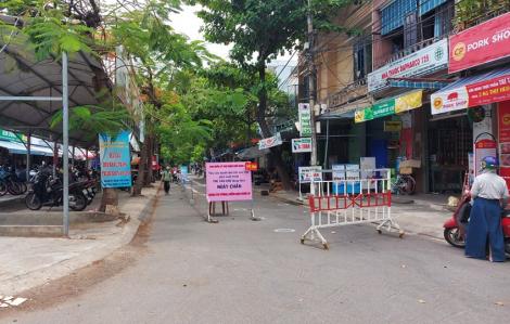Bệnh nhân 1017 tự mua thuốc tây uống cả tuần, đi chợ Hà Thân gặp rất nhiều người