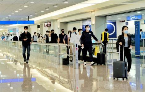 Đài Loan xem xét buộc người nước ngoài nhập cảnh trả tiền xét nghiệm COVID-19