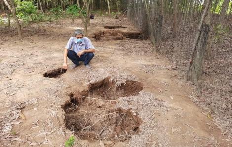 Quảng Trị: Hoang mang vì hàng chục hố sâu xuất hiện trong vườn nhà