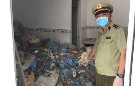Phát hiện 21 tấn găng tay y tế đã qua sử dụng trong 20 phòng trọ