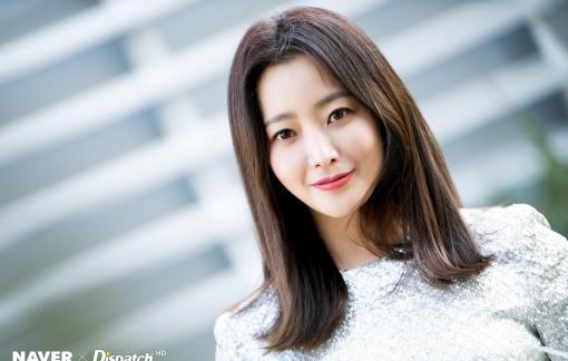 """""""Đệ nhất mỹ nhân xứ Hàn"""" Kim Hee Sun và hai tính cách đối lập"""