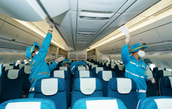 Cách ly tổ bay của Vietnam Airlines vì một hành khách dương tính với COVID-19