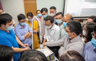 Một trường đại học ở Sài Gòn tặng 540 máy thở cho các địa phương chống dịch