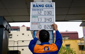 Giá xăng E5RON92 giữ nguyên, xăng RON95 tăng gần 200 đồng/lít