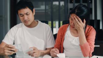Xử lý xung đột thế hệ: Khi chồng hàng tháng nộp lương cho mẹ