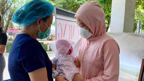Bé 2 tháng tuổi cùng 30 bệnh nhân ở Đà Nẵng khỏi COVID-19