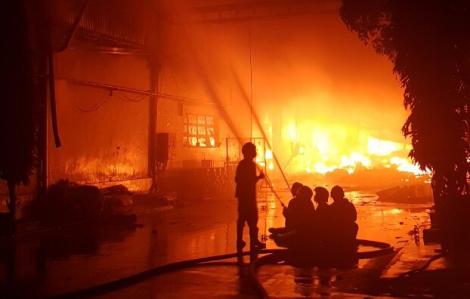 Clip: Cháy lớn tại Khu Công nghiệp Tân Tạo