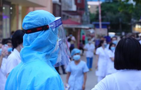 Vừa về nhà sau khi cách ly, nam thanh niên tại Hà Nội nhận kết quả xét nghiệm dương tính