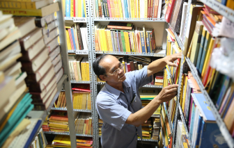 Quầy sách miễn phí dưới tán bồ đề ở Sài Gòn