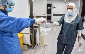 WHO khuyến nghị tăng cường xét nghiệm COVID-19, Đức dự kiến có vắc-xin vào đầu năm 2021