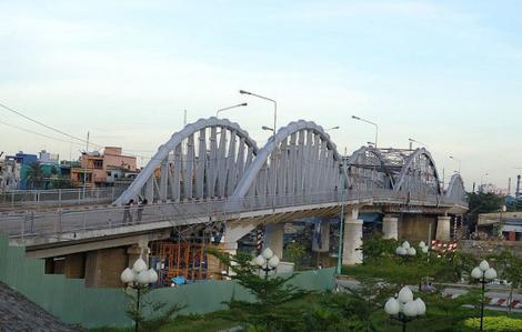 Từ 5/9, nhiều loại phương tiện bị cấm lưu thông qua cầu Tân Thuận 1 và Tân Thuận 2