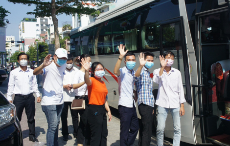 """Thêm 2 đoàn bác sĩ chi viện chống dịch """"rút quân"""" khỏi Đà Nẵng"""