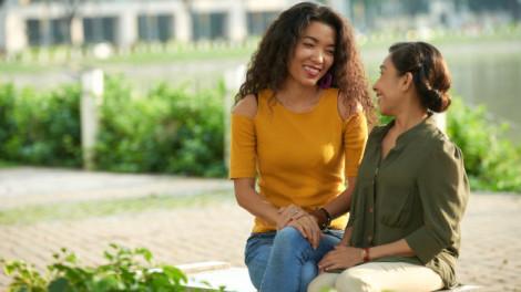 """Xử lý xung đột thế hệ: Mẹ đừng bắt con dùng """"bí kíp giữ chồng"""" đã cũ"""