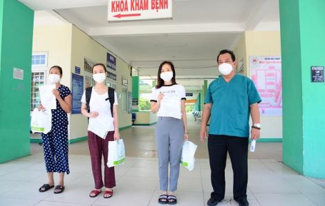 Em bé 21 tháng tuổi và nhiều bệnh nhân có bệnh lý nền được chữa khỏi COVID-19, xuất viện