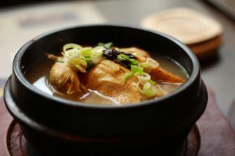 """Mì hầm sâm, món ăn """"giải nhiệt"""" của người Hàn"""