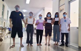 Bệnh nhân quốc tịch Mỹ cùng 4 người khác tại TPHCM khỏi bệnh COVID-19, được xuất viện
