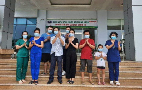 Bé gái 7 tuổi tại Bắc Giang cùng nhiều bệnh nhân COVID-19 được xuất viện