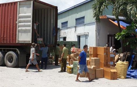Triệt phá kho hàng lậu lớn, lộ nhiều hàng Trung Quốc
