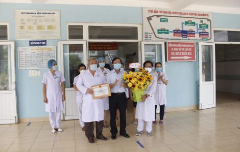Bệnh nhân COVID-19 thứ 833 và 861 ở Quảng Trị được ra viện