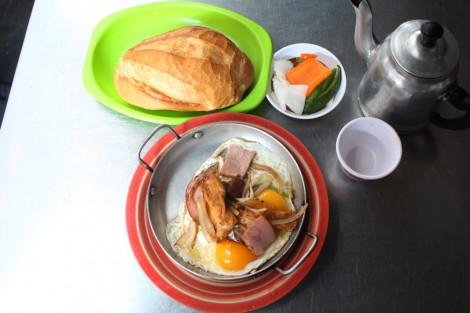 Bánh mì Hòa Mã hơn 60 năm ở Sài Gòn, ngon hay không chỉ là khái niệm!