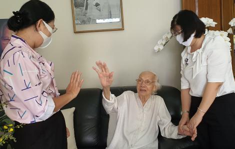 Hội LHPN TP.HCM thắp hương cố Tổng Bí thư Nguyễn Văn Linh, thăm bà Ngô Thị Huệ