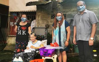 Giữa đại dịch, dân Philippines đổ xô đổi đồ đạc lấy thức ăn