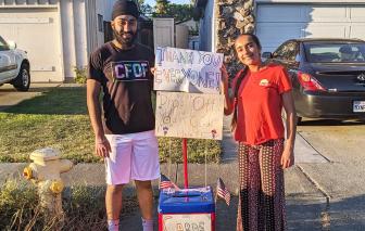 Hai thiếu niên khởi xướng phong trào gửi thiệp cảm ơn nhân viên y tế
