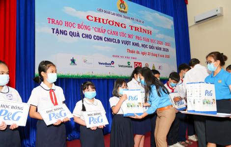 Công ty P&G Việt Nam trao học bổng kỷ niệm 25 năm