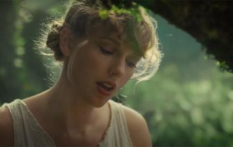 """Taylor Swift """"xô ngã"""" kỷ lục mọi thời đại của Whitney Houston"""