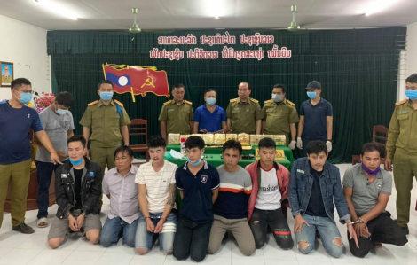 Bắt 8 người Lào vận chuyển 10kg ma túy đá tại biên giới Quảng Trị