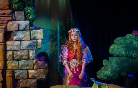 """""""Công chúa tóc mây"""" từ cổ tích bước ra  thời đại COVID-19"""