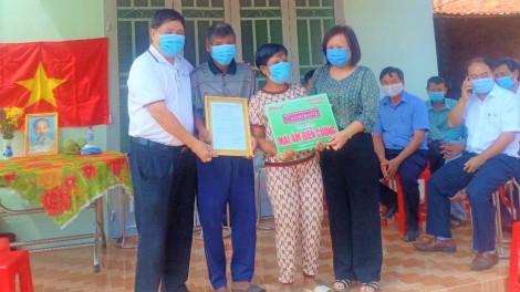 Báo Phụ Nữ TPHCM trao tặng Mái ấm biên cương cho người nghèo biên giới