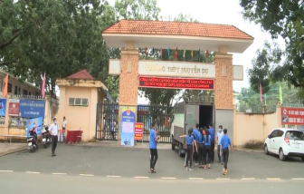Vụ nghịch lý tuyển sinh ở Bình Phước: Trường THPT Đồng Xoài và THPT Nguyễn Du cùng tuyển bổ sung