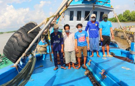 Bắt tàu cá chở 70.000 lít dầu không rõ nguồn gốc
