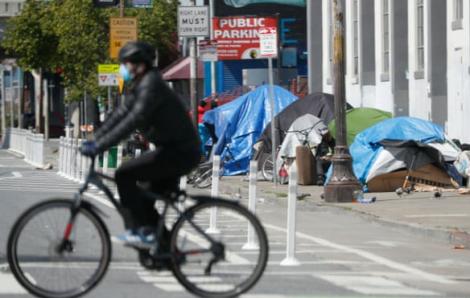Người vô gia cư ở California đối mặt với ô nhiễm vì khói bụi