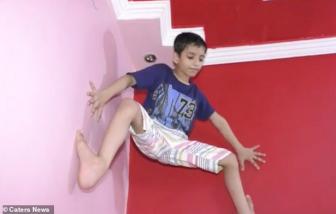 Cậu bé 7 tuổi trèo tường như Người Nhện