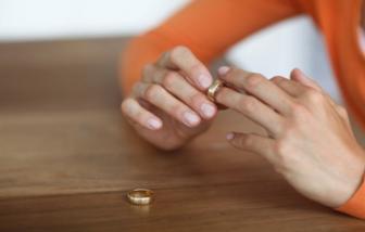 Dịch vụ ngăn vợ chồng bỏ nhau