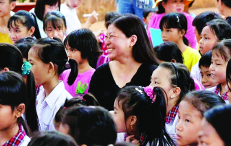 """Tác giả Nguyễn Phi Vân - Người trẻ cần gì để """"băng đồng ra thế giới""""?"""