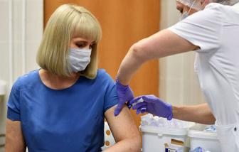 Tạm ngưng thử nghiệm vắc-xin Oxford: Bước đi thận trọng tránh vết xe đổ ở thế kỷ XX