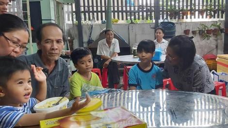 Xoa dịu nỗi đau của ba đứa bé mồ côi