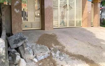Tường rào đổ sập đè tử vong một học sinh