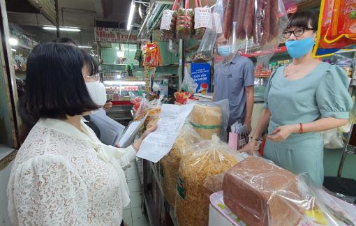 Giám sát an toàn vệ sinh thực phẩm ở ngôi chợ 30 năm tuổi