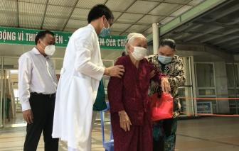 Cụ bà 100 tuổi, mắc nhiều bệnh nền ở Quảng Nam chiến thắng COVID-19